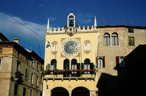 Bassano del grappa tra piazze palazzi torri e mura for Porticati vecchio stile