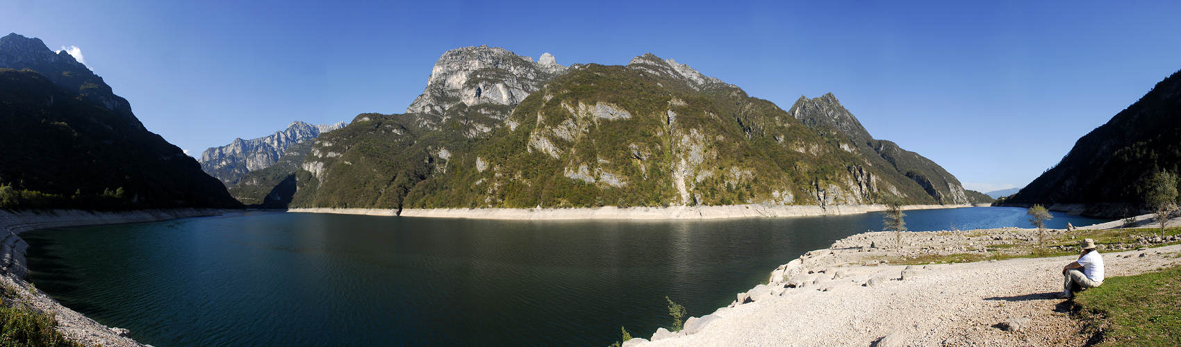 lago del Mis nella Valle del Mis, Parco Nazionale Dolomiti Bellunesi