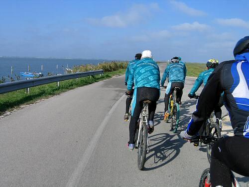 Porto Tolle In Bicicletta Tra Gli Argini Della Sacca