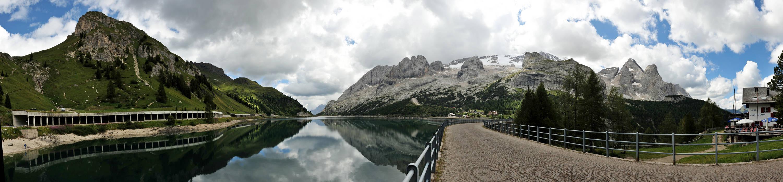 dolomiti diga lago di fedaia verso il ghiacciaio della