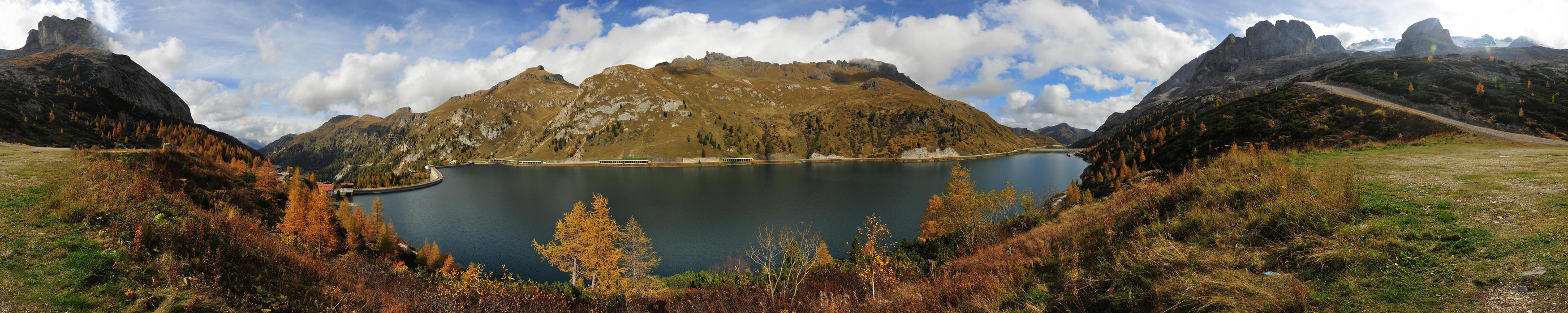 dolomiti lago di fedaia in marmolada verso il padon
