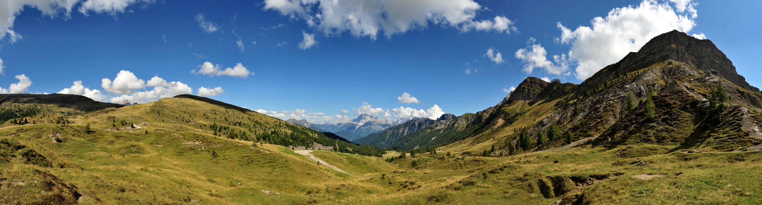 Dolomiti : panoramica dal passo Valles nel gruppo delle ...