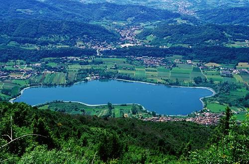 Revine lago laghi di revine lago lago di santa maria for Disegni di laghi