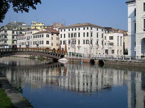 Citt di treviso centro storico torre civica palazzo for Arredamenti treviso