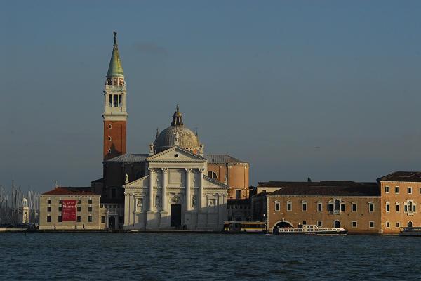 Venezia Isola E Basilica Di San Giorgio Maggiore Tra Il Canale