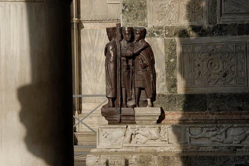 Venezia i tetrarchi della basilica di san marco palazzo for Esterno basilica di san marco