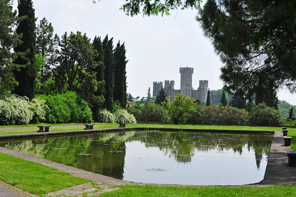 Valeggio sul mincio parco giardino sigurt castello for Foto giardini pavimentati