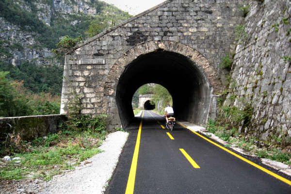 http://www.magicoveneto.it/friuli/bike/Pontebbana-Tarvisio-Gemona-F21.jpg