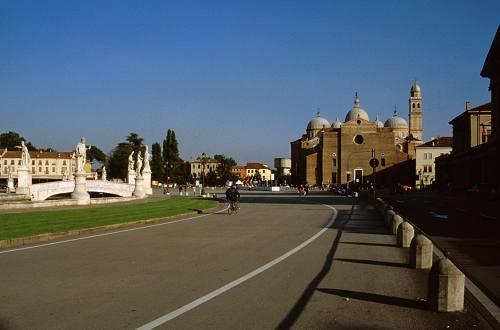 Padova prato della valle basilica di santa giustina for Mercato prato della valle
